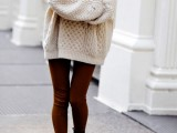 comfy-and-cozy-oversized-sweater-outfits-for-fall-18