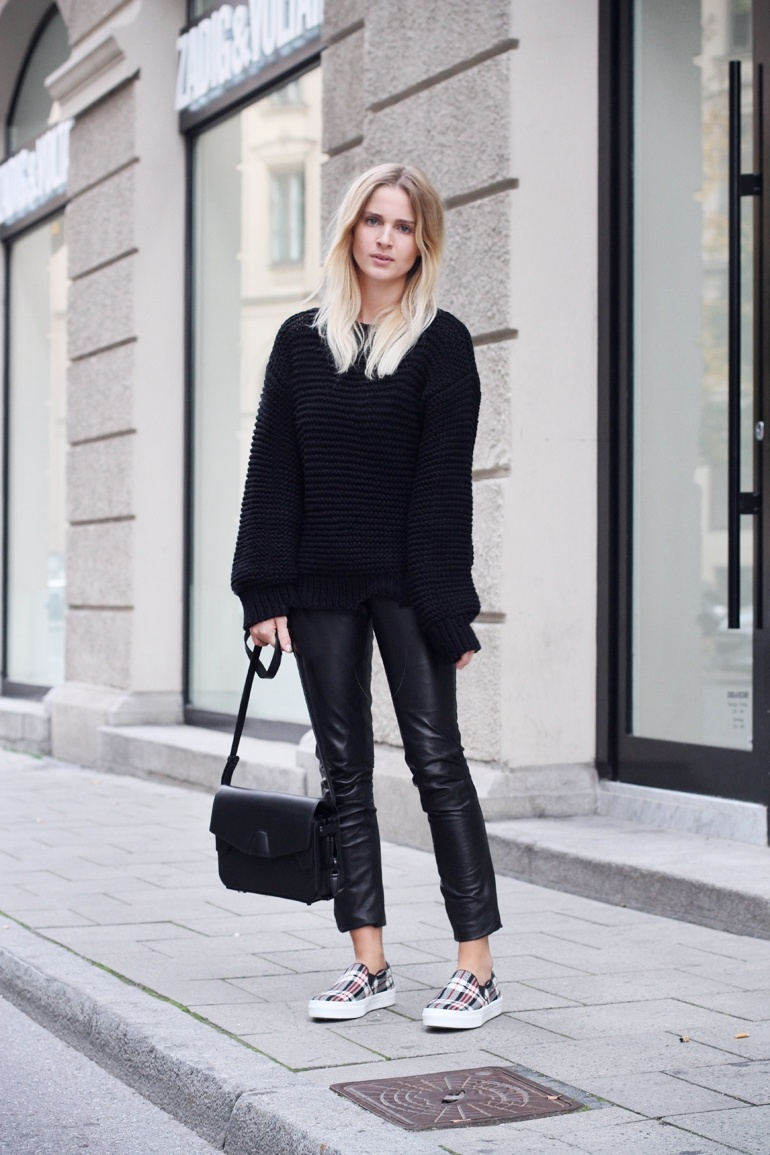 Picture Of comfy and cozy oversized sweater outfits for fall  2