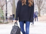comfy-and-cozy-oversized-sweater-outfits-for-fall-20