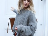 comfy-and-cozy-oversized-sweater-outfits-for-fall-22
