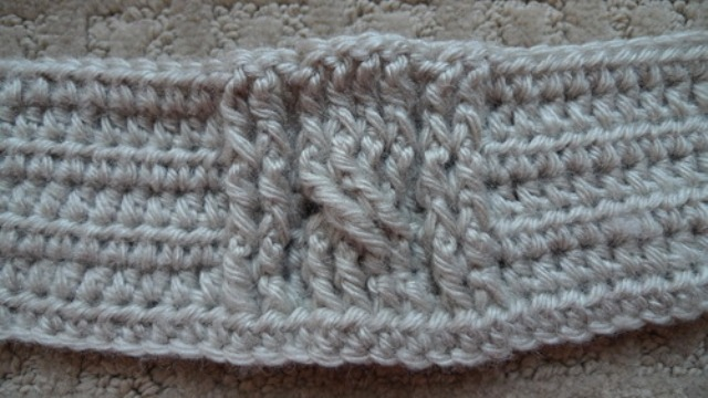 Picture Of comfy diy cable knit wrist warmers  3