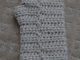 comfy-diy-cable-knit-wrist-warmers-6