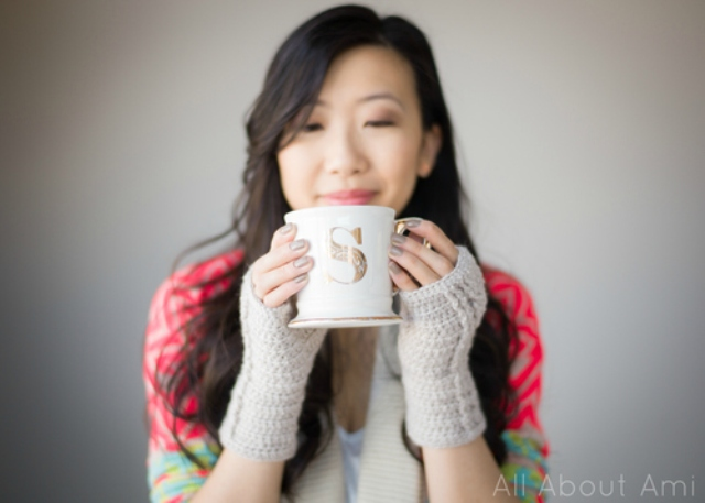 Picture Of comfy diy cable knit wrist warmers  9