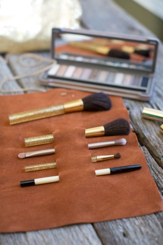 Picture Of convenient and easy diy leather makeup brush holder  2