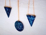 cool-and-easy-diy-galaxy-necklace-8