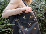 cool-and-easy-way-to-personalize-and-adorn-your-tote-bag-2