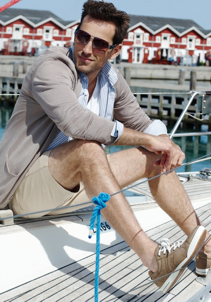 Picture Of cool and relaxed beach men outfits  18