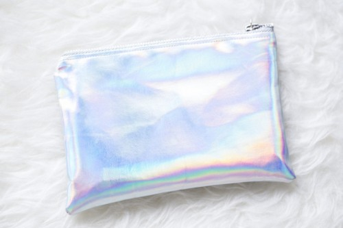 holographic clutch (via styleoholic)