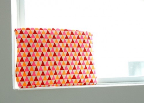 bright geometric pouch (via styleoholic)