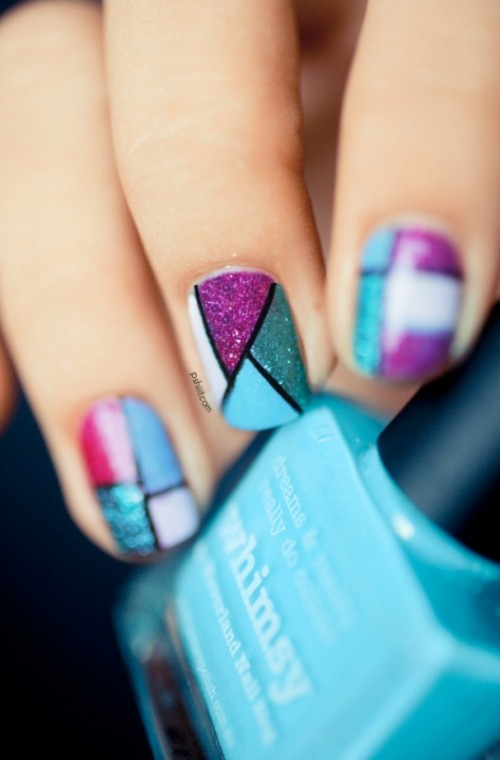 Cool Glitter Geometric Nail Design To Try