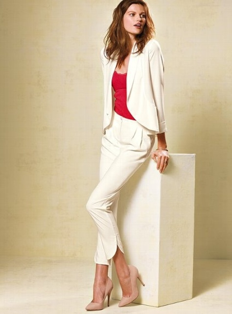 a creamy pantsuit with cropped pants, a fuchsia top and blush suede shoes to make the space super chic