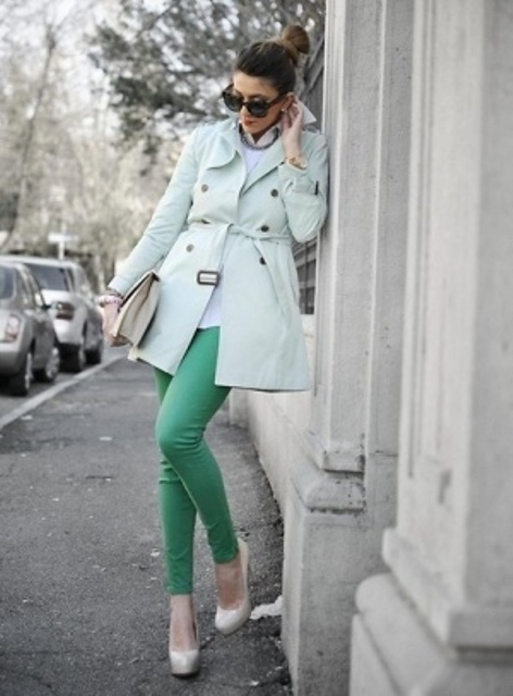 a short light blue double breasted trench with black buttons is a fresh and inspiring spring idea