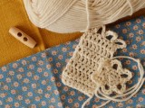 cute-and-cozy-diy-clutch-with-crochet-band-2