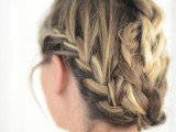 cute-and-relaxed-diy-triple-braid-to-try-1