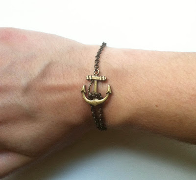 simple anchor bracelet (via lizkantner)
