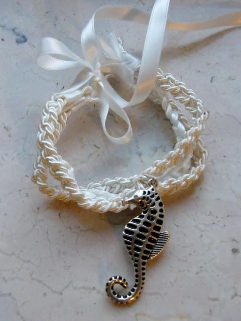 seahorse bracelet (via almostaliceblog)