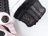 cute-lace-diy-makeup-brush-holder-3