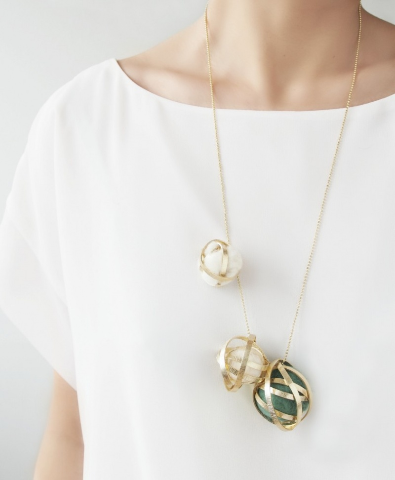 Picture Of delicate diy wire felt bead necklace  1