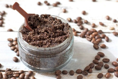coffee and vanilla body scrub (via styleoholic)
