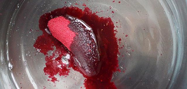 Picture Of delicious diy raspberry lemonade lip balm  3