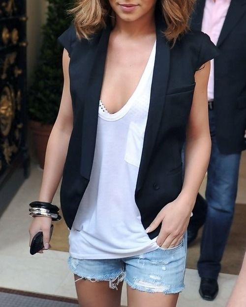 Picture Of denim shorts outfits for summer  24