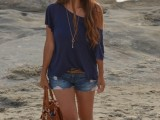 denim-shorts-outfits-for-summer-25