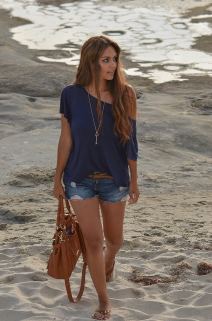 Picture Of denim shorts outfits for summer  25