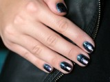 distressed-and-grunge-inspired-diy-nail-art-2