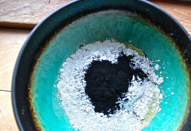 Picture Of diy bentonite purifying and soothing face mask  1