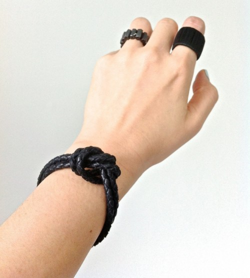 pin bottega nero nappa veneta in intrecciato ayers bracelet and