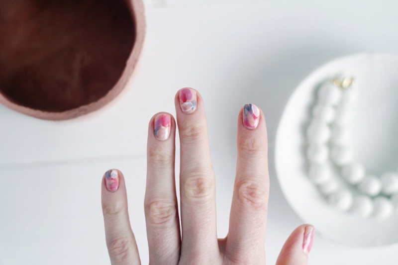 Picture Of diy brush stroke abstract manicure  6
