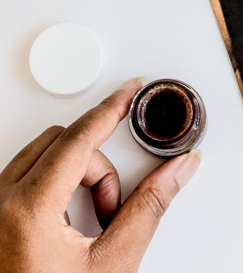 DIY Cinnamon Sugar Lip Exfoliating Scrub