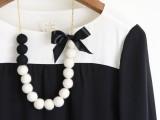 diy-color-blocked-felt-ball-necklace-2