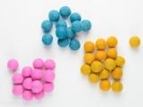 diy-color-blocked-felt-ball-necklace-3