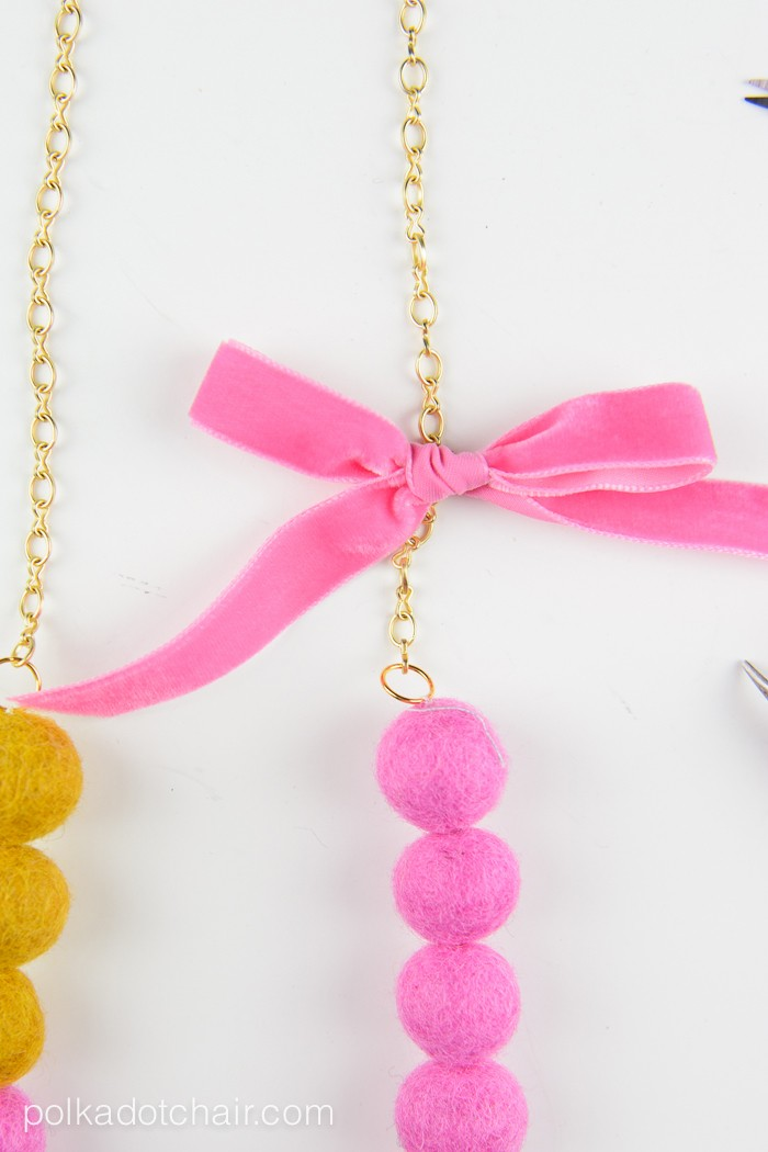 Picture Of diy color blocked felt ball necklace  7