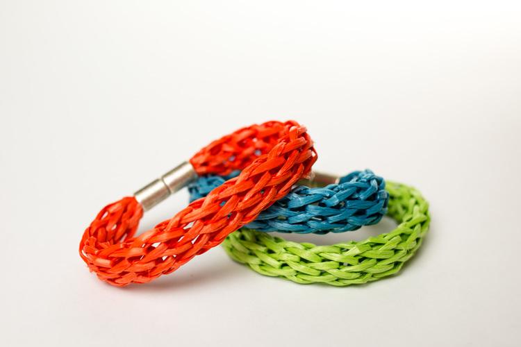 Picture Of diy easy colorful raffia bracelet  1