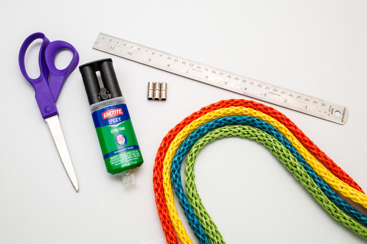 Picture Of diy easy colorful raffia bracelet  2