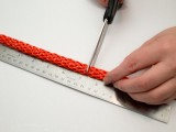 diy-easy-colorful-raffia-bracelet-3
