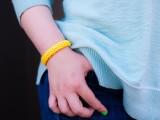 diy-easy-colorful-raffia-bracelet-6