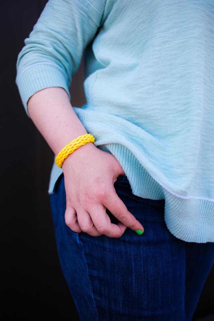 Picture Of diy easy colorful raffia bracelet  6