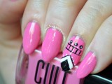 diy-eye-catching-manicure-with-a-tribal-accent-nail-1