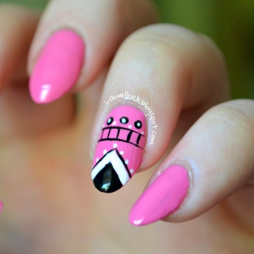 DIY Eye Catching Manicure With A Tribal Accent Nail