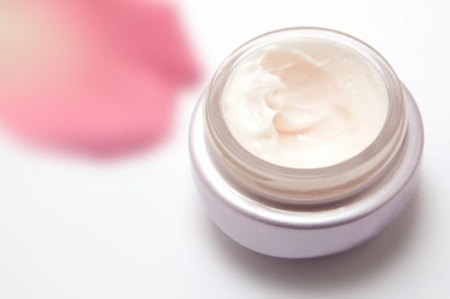 11 DIY Eye Cream Recipes For Various Purposes