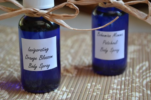 body mist with essential oils (via thetastyalternative)