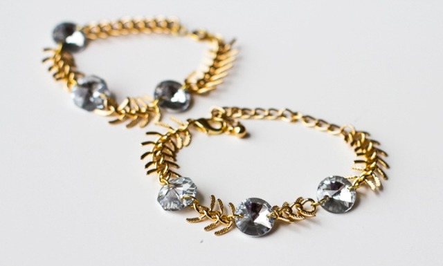 Picture Of diy fishbone chain crystal bracelet  2