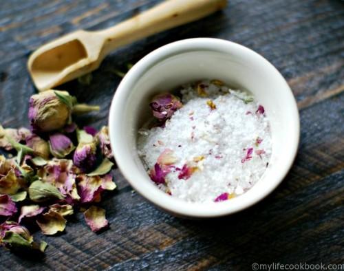 lemongrass, ginger and rose bath salts (via mylifecookbook)