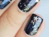 diy-galaxy-inspired-glittery-nails-design-8