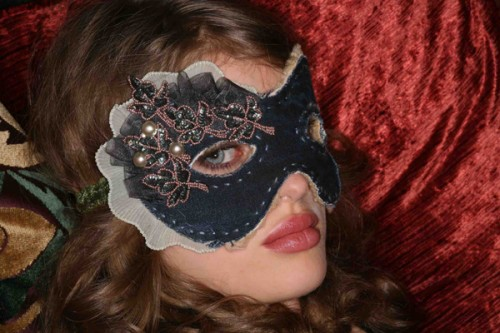 DIY Halloween Fantasy Mask (via makezine)