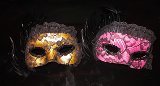 DIY Lace Halloween Mask (via ashleyisawife)