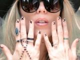 diy-ladylike-nude-with-x-manicure-5